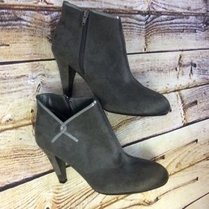 Predictions Shoes - 🎉HP🎉SZ 10 WIDE PREDICTIONS GRAY BOOTIES