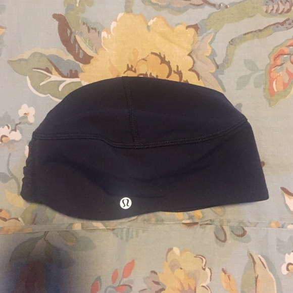 5928acfaefd lululemon athletica Accessories - Lululemon Toque Run Beanie with Ponytail  Opening