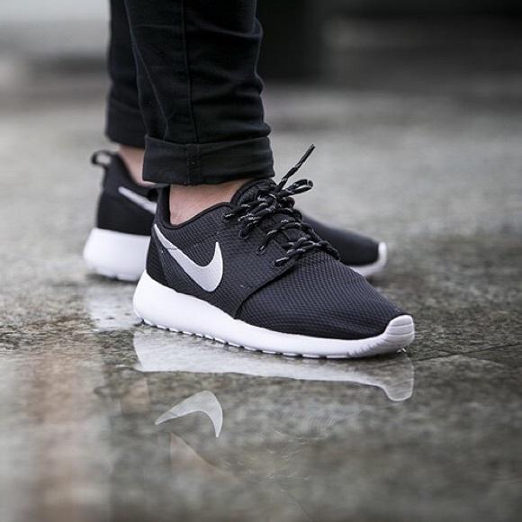 superior quality 5e0e1 226dd Nike Roshe One Sneakers NWT