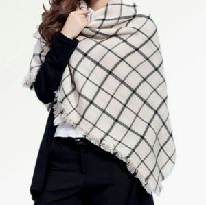 Zara Accessories - New nude & black plaid tartan blanket scarf