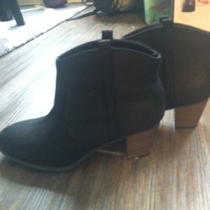 Old Navy Shoes - NWOT Old Navy black ankle booties size 9