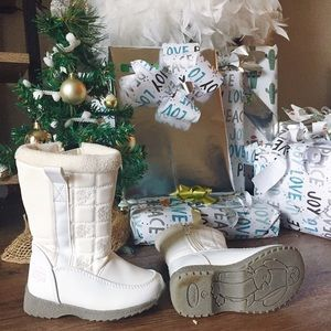totes Shoes - Totes // white toddler/ baby snow boots ❄️ // 6