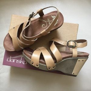Dansko Shoes - Dansko Frida Leather Sandals. Size 8. Color Sand.