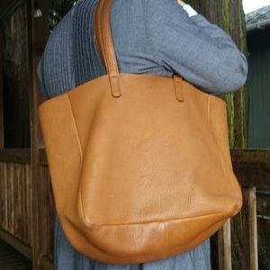 755103f18264 Baggu Bags - Baggu Oversize Tote in Caramel