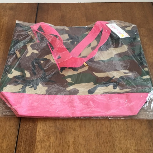 Boutique Bags - Camo Canvas Tote w/Coin Purse