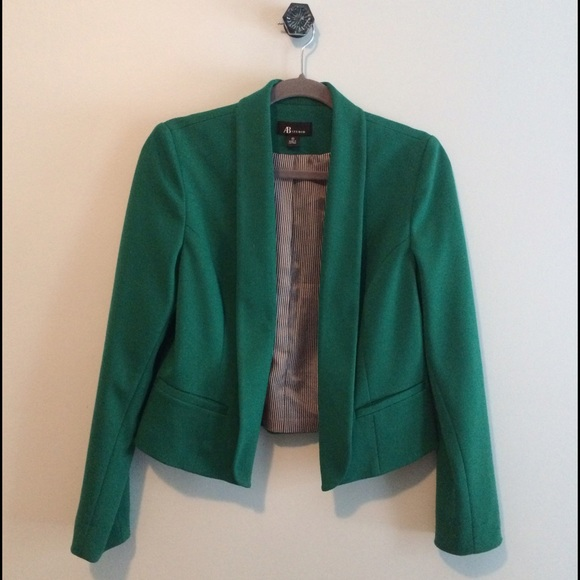 AB Studio Jackets & Blazers - Cropped blazer🍀perfect for Spring