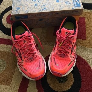Brooks Shoes - Brooks Size 7