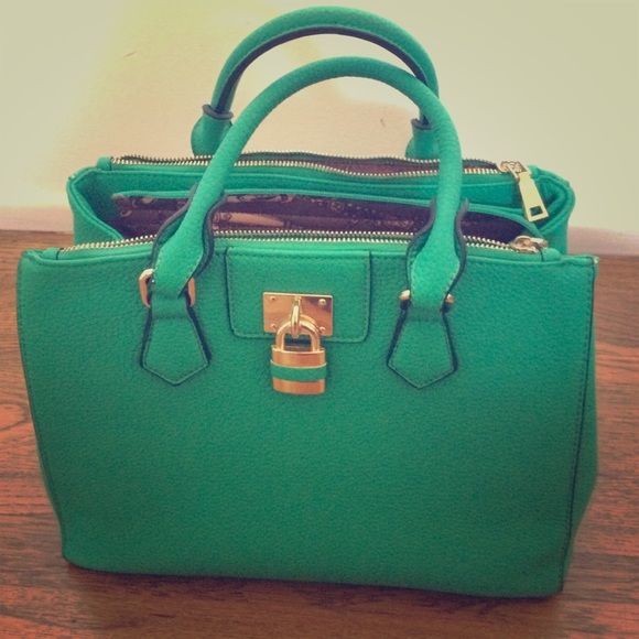 Bags   Cute Green Purse With Gold Accents   Poshmark c32958e8bb