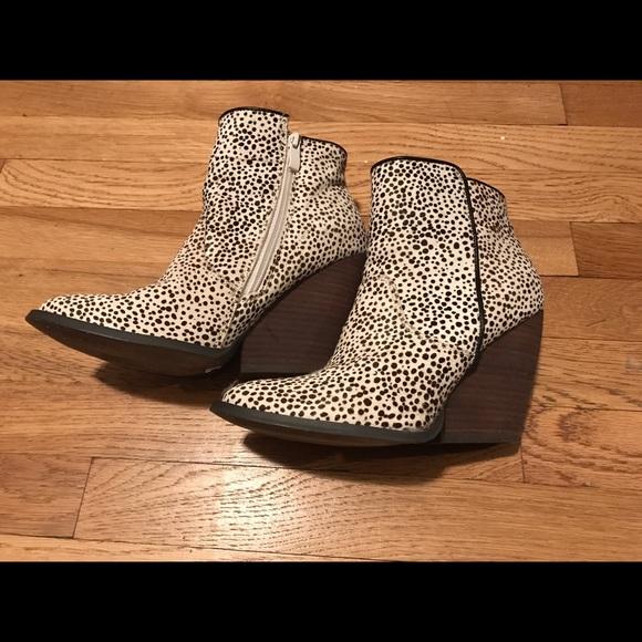 1ecb1e022b3 SALE!! Very Volatile animal print boots, size 8