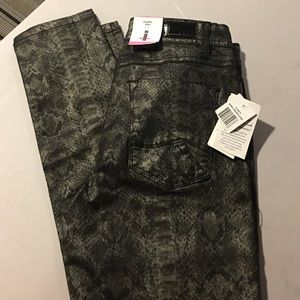 i jeans by Buffalo Denim - NWT BUFFALO METALLIC SKINNY JEANS