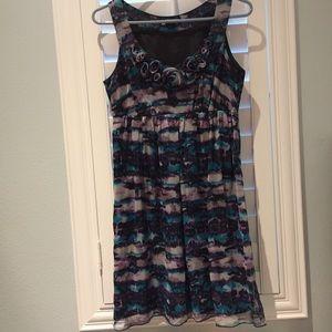 Kensie Dresses & Skirts - Kensie Dress with flower detail