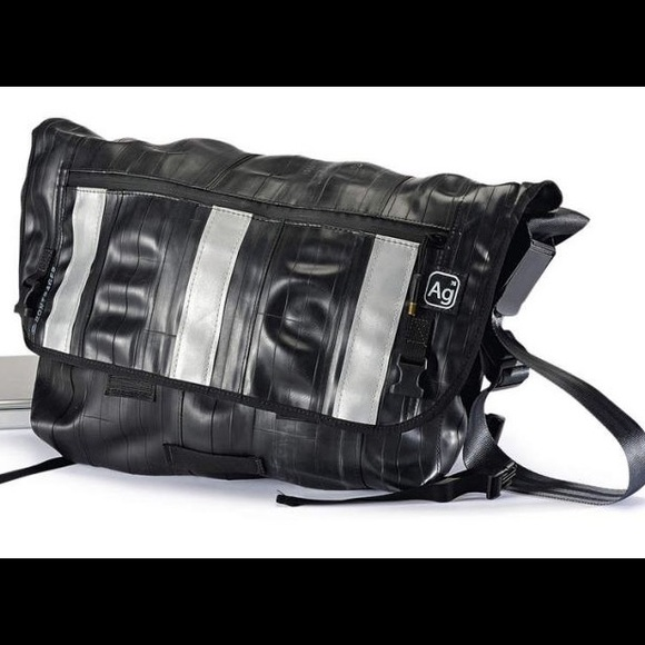 BRAND NEW WITH TAGS Alchemy urban messenger bag 40d44dbb0265e