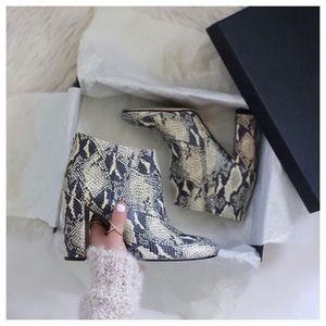 ❤24HR SALE❤Sam Edelman Snake Print Boots 8