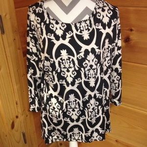 Size large black and white tunic