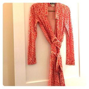 Diane von Furstenberg Dresses & Skirts - DVF peach and white sz 6 wrap dress