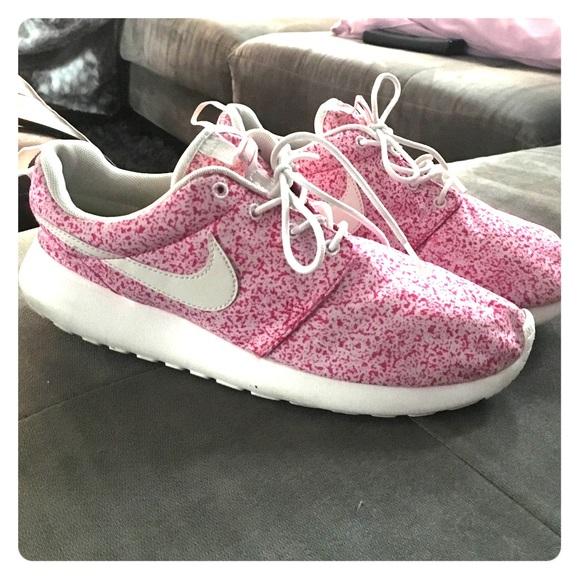 wholesale dealer e47ad 7c8b5 Freckled pink Nike Roshe women's size 8