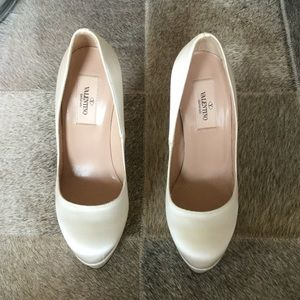 NWOB Valentino Ivory Wedding Platform Pumps 36.5