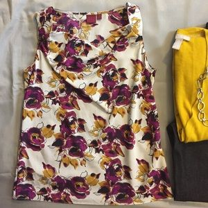 212 XS floral sleeveless blouse