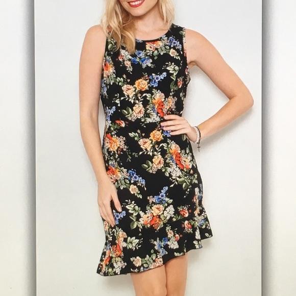 Dresses & Skirts - 💐Black floral💐sleeveless flair dress