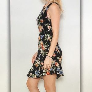 Dresses - 💐Black floral💐sleeveless flair dress