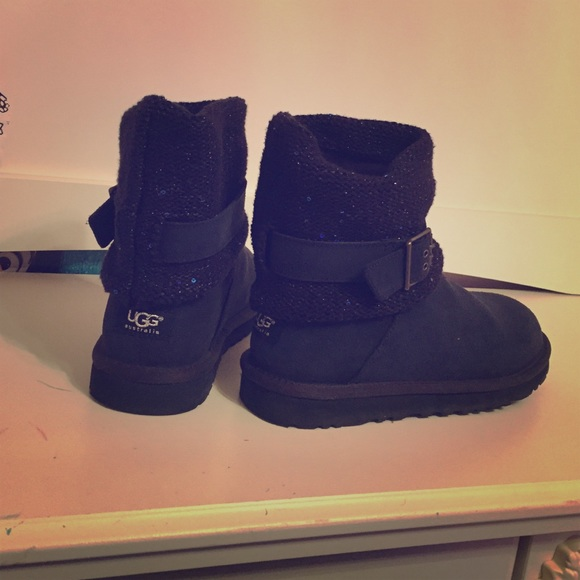 Ladies Ugg boots--navy blue. Can not be bundled.