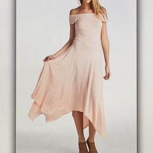 Dresses & Skirts - 👛Blush pink👛 off shoulder butterfly dress