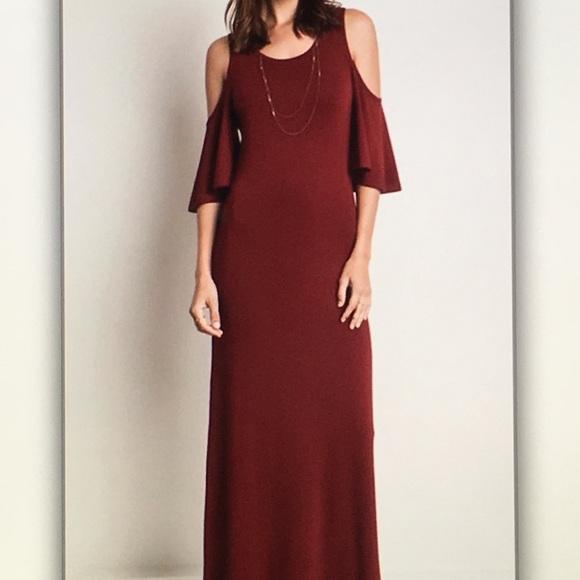 Dresses & Skirts - 5 ⭐️ rating!🍾Wine off🍷shoulder maxi dress