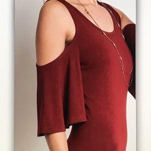 Dresses - 5 ⭐️ rating!🍾Wine off🍷shoulder maxi dress