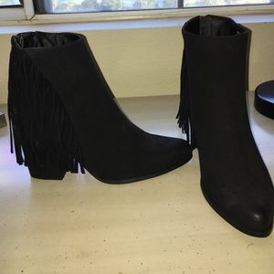 Cathy Jean Shoes - BRAND NEW NEVER WORN fringed booties