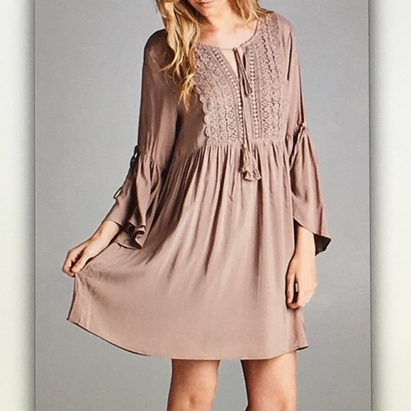 Dresses & Skirts - 👜Taupe bell👜sleeve antique midi dress
