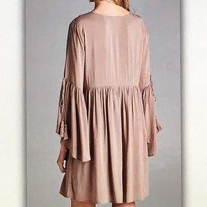 Dresses - 👜Taupe bell👜sleeve antique midi dress