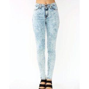 Hidden Jeans acid wash size 25.