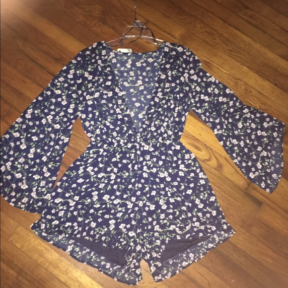 Rruss boutiqe Other - Navy FLORAL ROMPER