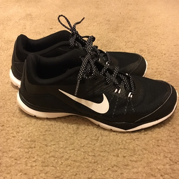 83902e133ca4 Nike Flex TR5 Women s Size 7.5. M 58561a4a13302a0312030a02