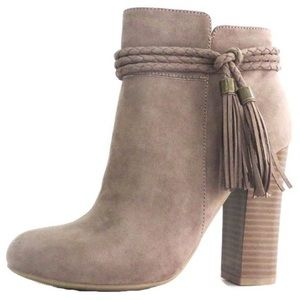 Shoes - 💥1 HR SALE💥NWT Taupe Booties 🔥🔥🔥