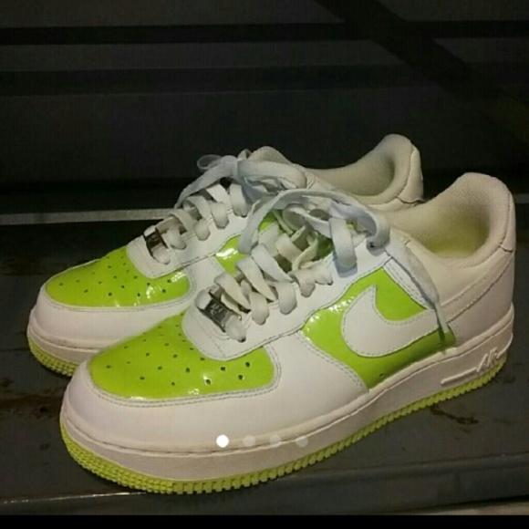 online retailer 44c5f dafaa WOMEN'S SZ 8 WHITE & GREEN NIKE AIR FORCE 1 SHOES