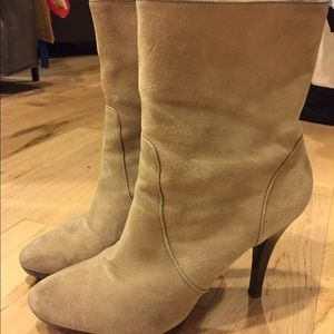 Banana Republic Shoes - Banana republic taupe/tan boots - SZ 8.5