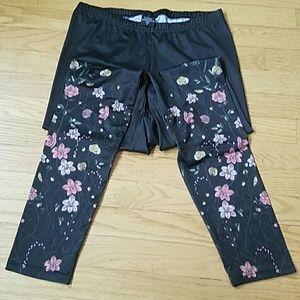 Hot Sox Pants - Black leggings with flower detail