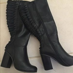 LAST PAIRS 🔥Torrid wide black lace up boots