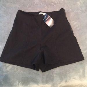 Brandy Melville Pants - Brandy Melville black shorts