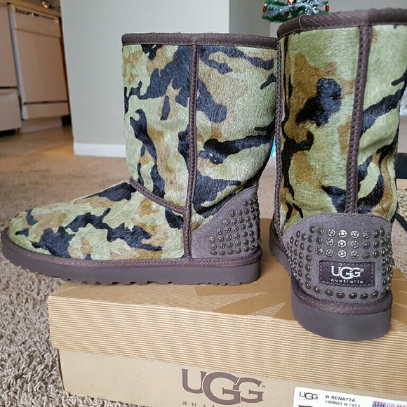 320498a2509 Authentic Women's Green Camo UGG boots