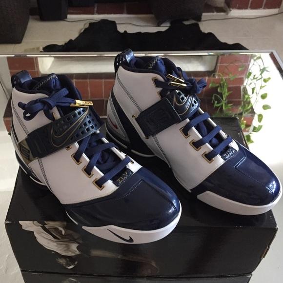factory authentic 8ea93 c55da Nike Zoom Lebron V 5. M 5856f03299086add1b0009a3
