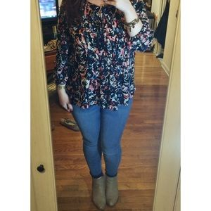 pretty patterned top 🌹