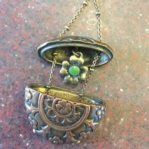Jewelry - Secret pendant necklace