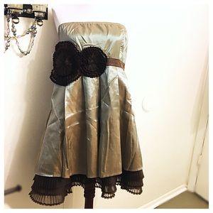 Ryu Dresses & Skirts - Beautiful Statement A line Dress! Elastic Back
