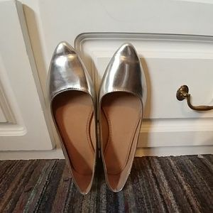 Old Navy Shoes - Sliver pointed flats