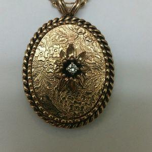 Jewelry - Victorian 10k gold .15ct diamond ornate pendant