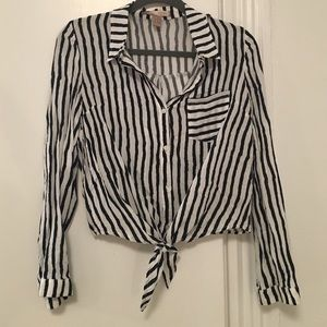 Forever 21 | Cropped Striped front-tie Blouse