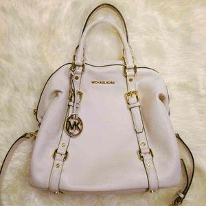 Michael Kors Handbags - ✨Micheal Kors Bedford Bag✨