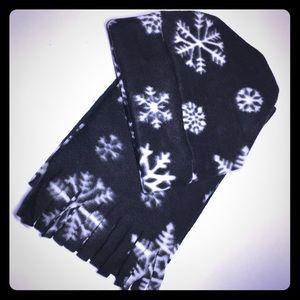 New Kids Fleece Stocking Cap & Scarf Set Snowflake